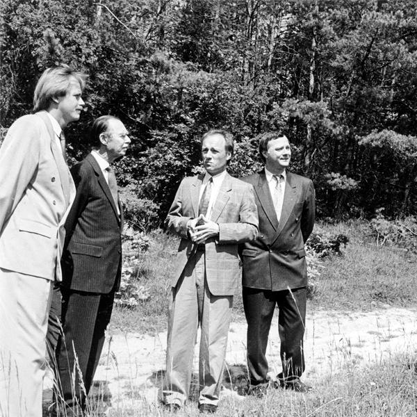 Juin 1990, SAR le Grand-Duc Jean visite la réserve nature «Aarnescht», à Niederanven, réputée pour ses très nombreuses variétés d'orchidées. © Antony jean-Pierre